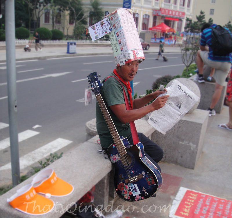 Qingdao Photography: Street Musician @ Qingdao Train Station